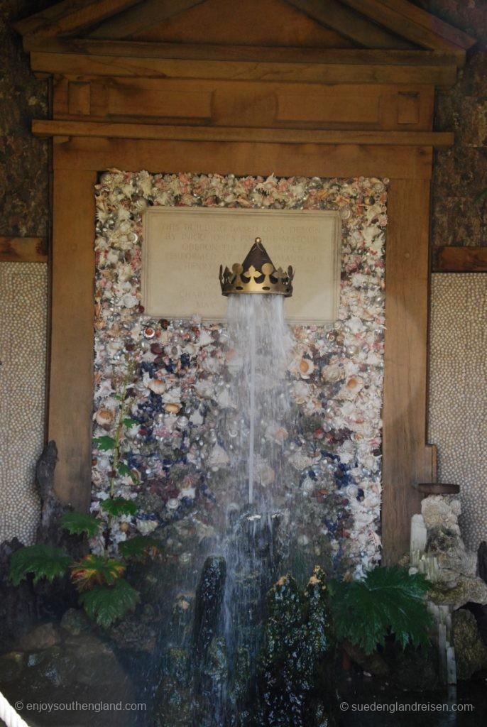 Muschelbrunnen im Arundel Castle Garden