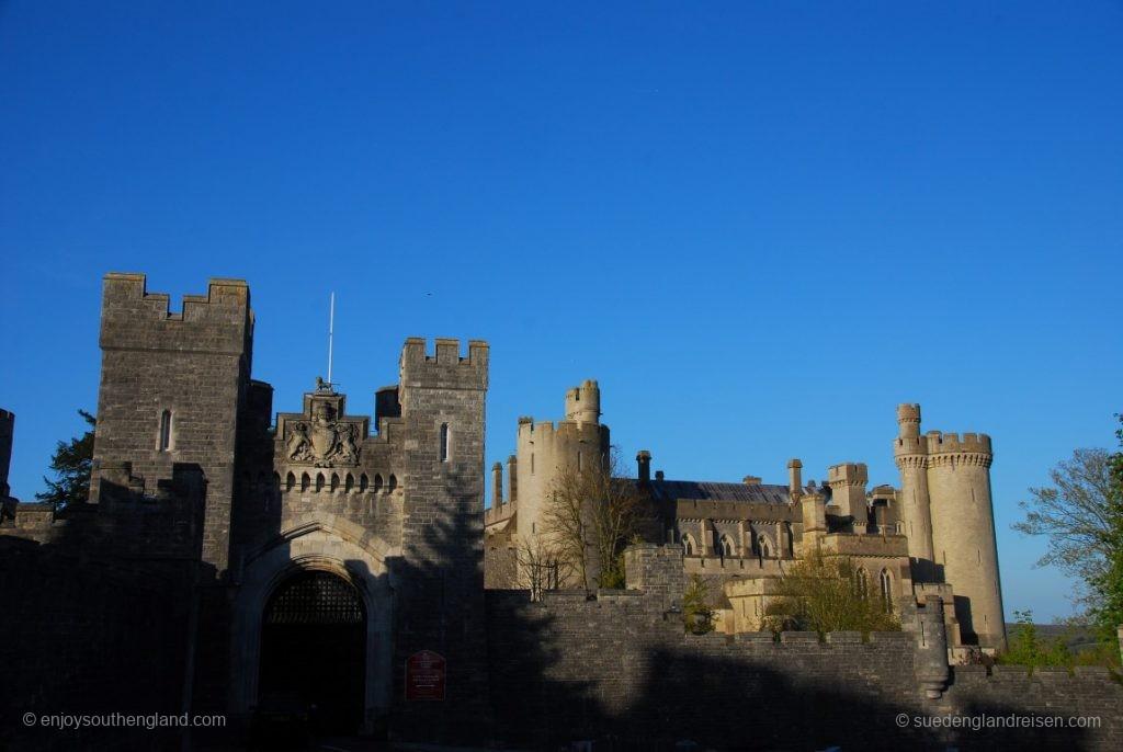 Arundel Castle im Licht der schon tiefen Abendsonne