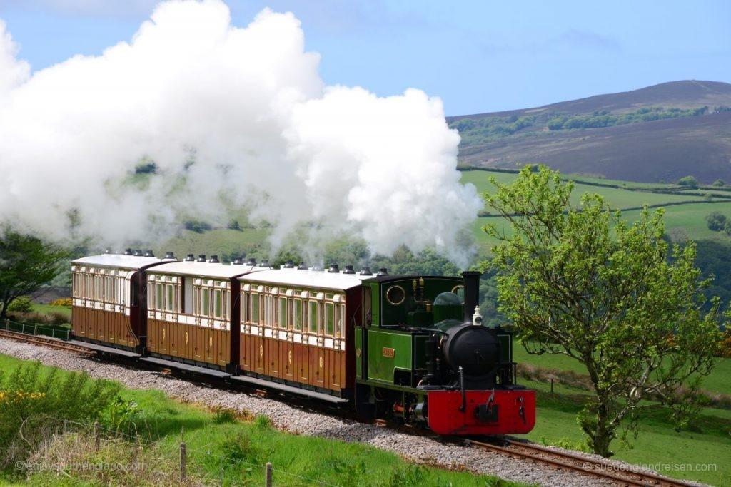 Leicht bergauf geht es hier für die Lynton & Barnstaple Railway zur Station Woody Bay.