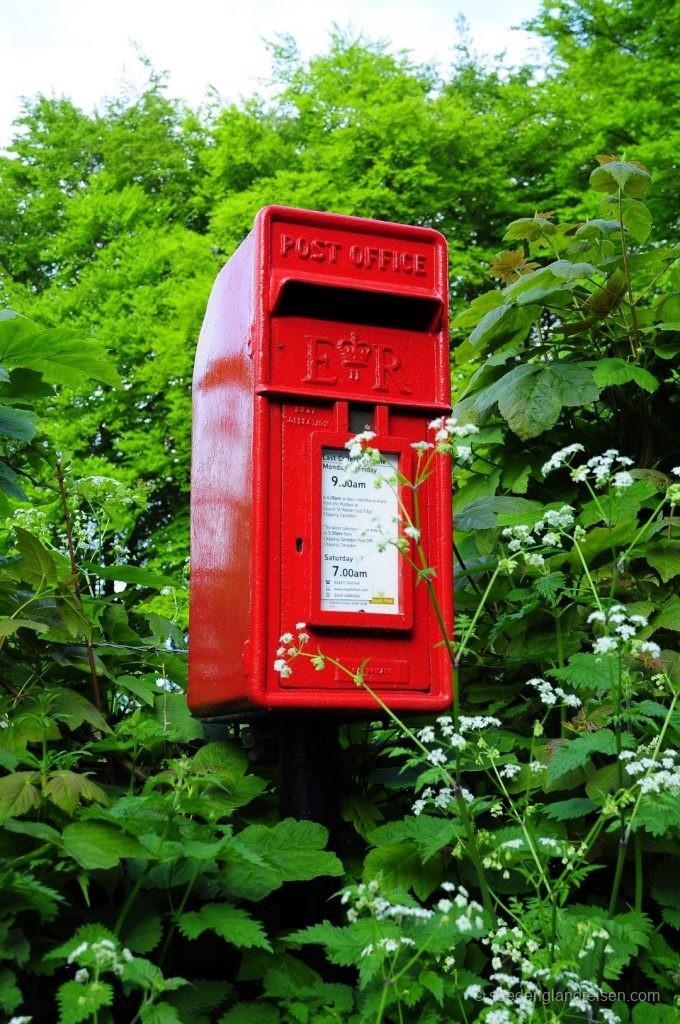 Briefkasten als Wandkonstruktion