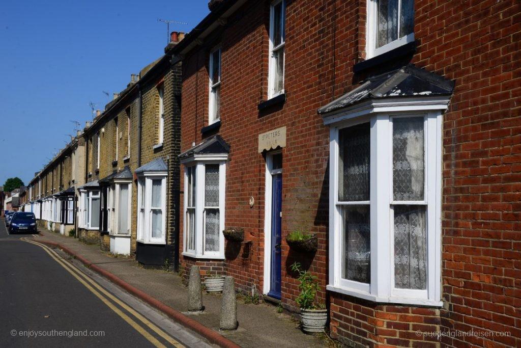 Eine ganz klassische englische Wohnstraße in der Innenstadt von Canterbury