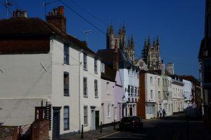 Die berühmte Kathedrale von Canterbury ist von vielen Stellen der Stadt aus sichtbar
