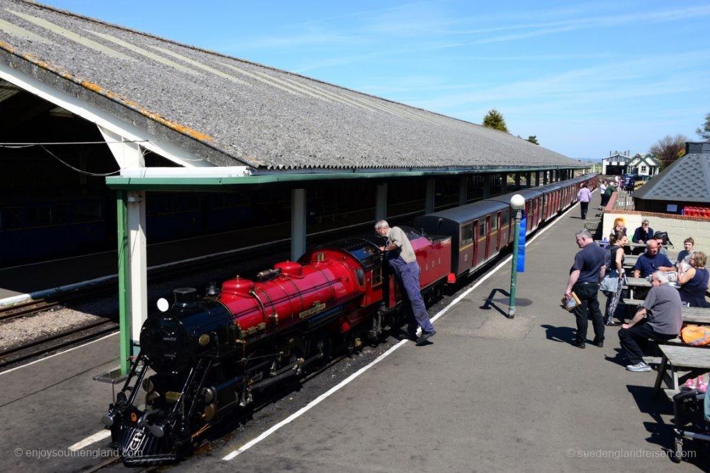 Die Romney, Hythe & Dymchurch Railway ist im Maßstab 1:3 gehalten - aber eine öffentliche Eisenbahn!