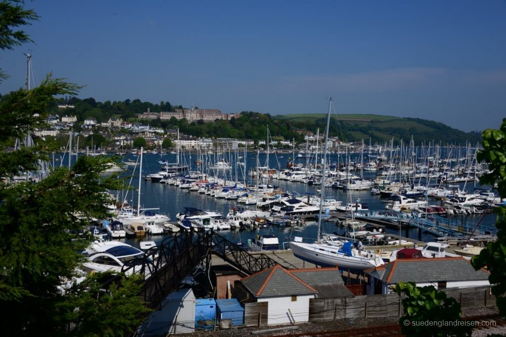 Dartmouth - oben das Naval College, wo Prinz Harry seine militärische Ausbildung erhalten hat