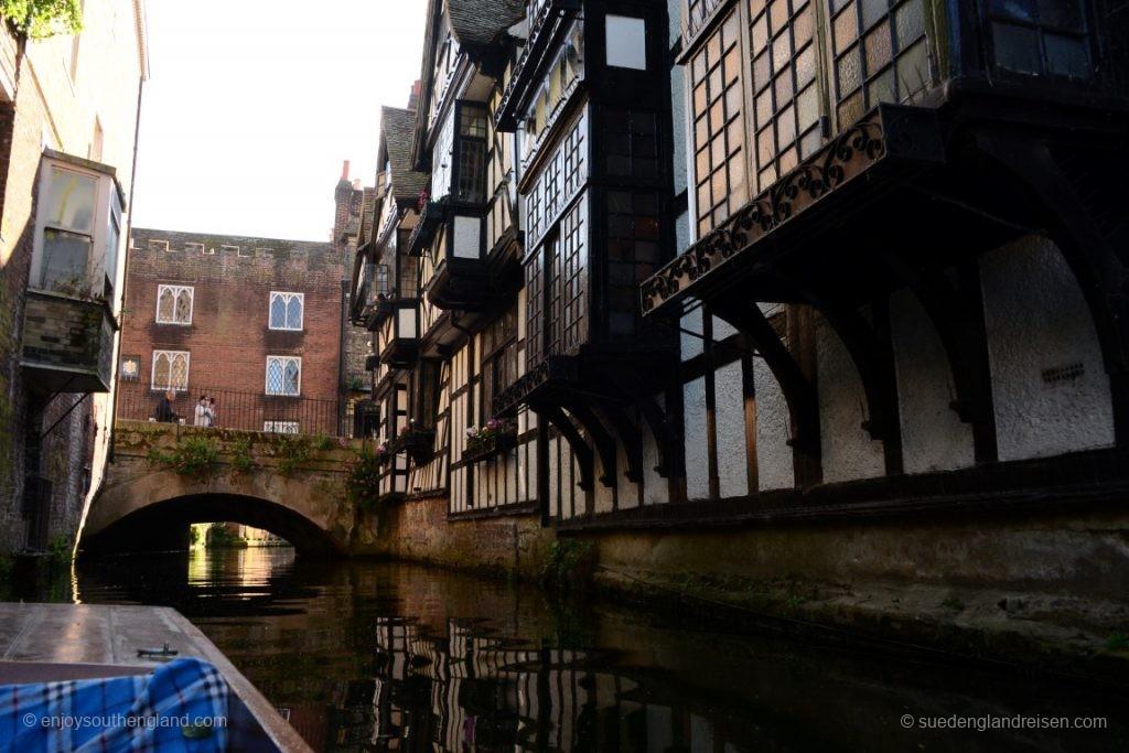 Vorbei an historischen Gebäuden...
