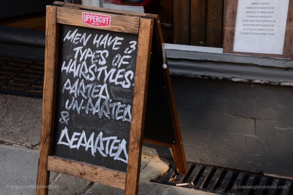 Ja, hier sagt man, was Sache ist! Übrigens wieder man bei einem Frisör - die haben wohl echt besonderen Humor hier.