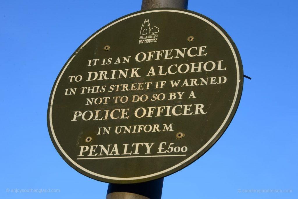 Aber vorsicht: Saufen ist nicht überall erlaubt! Man beachte bitte die etwas spezielle Formulierung.