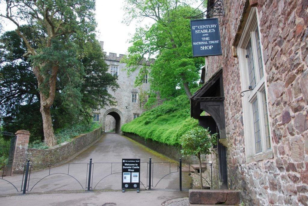 Der Weg zum Castle in Dunster (Somerset)