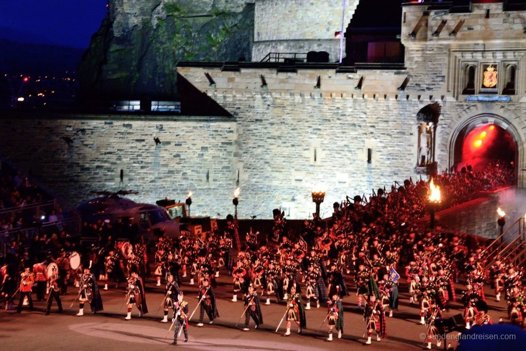 "Das Royal Edinburgh Tattoo 2017 - der Einmarsch der ""Massed Pipes & Drums"""