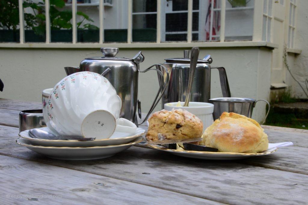 Genußvoller Abschluß eines Gartenbesuchs: Der Cream Tea in Enys Gardens.