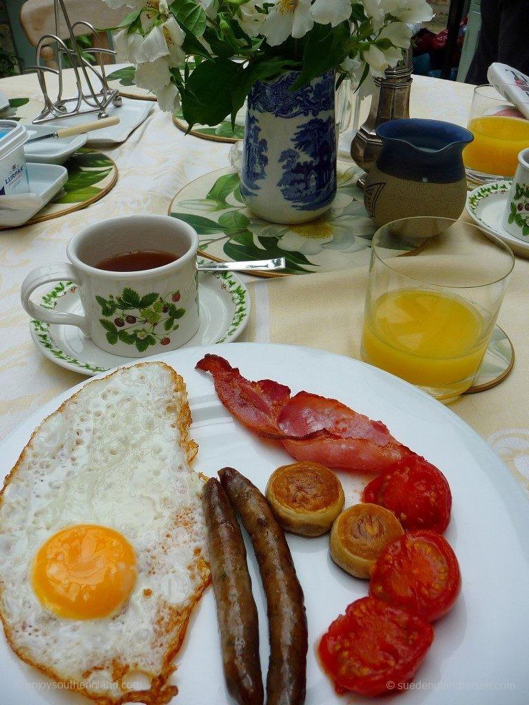 Ein nicht-ganz-Full-English-Breakfast: Es fehlen die Baked Beans.