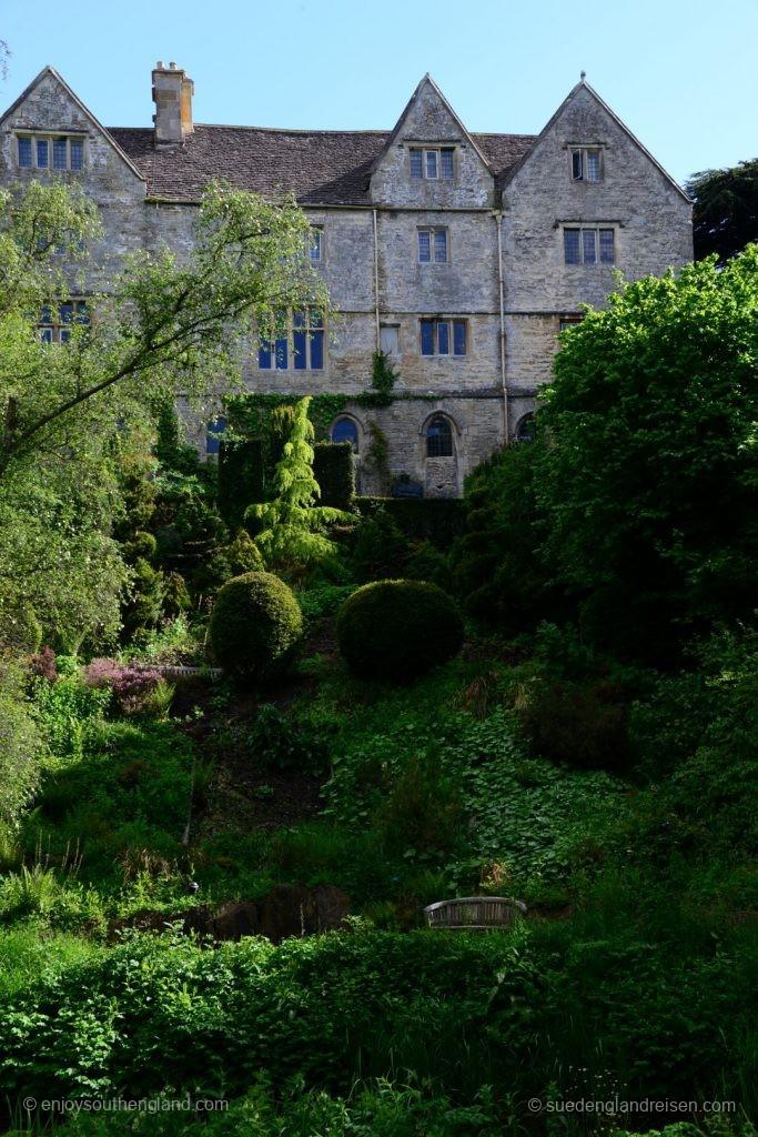 Abbey House Gardens - im Landschaftsgarten mit Blick auf das Haus