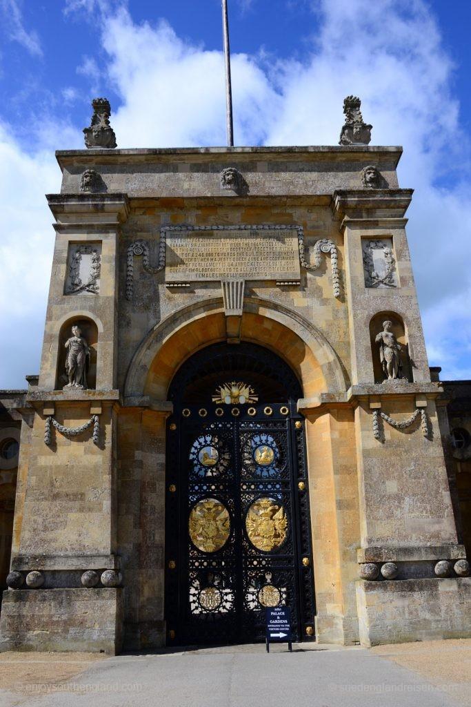 Prächtiges Tor als Eingang zum Blenheim Palace