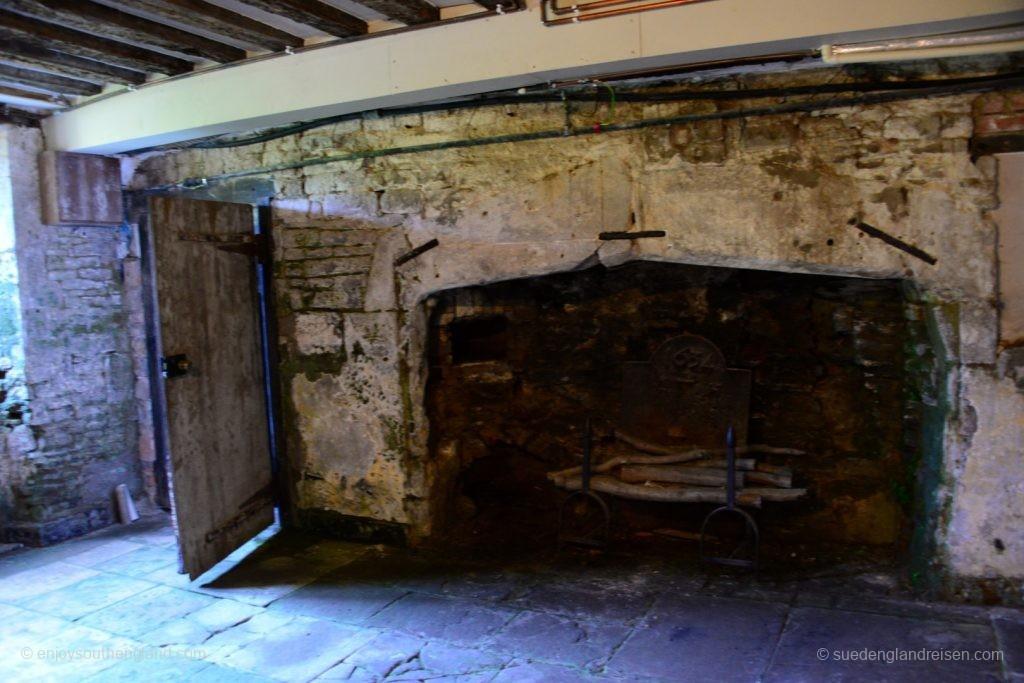 Newark Park - der bei Renoverungsarbeiten wiederentdeckte uralte Kamin