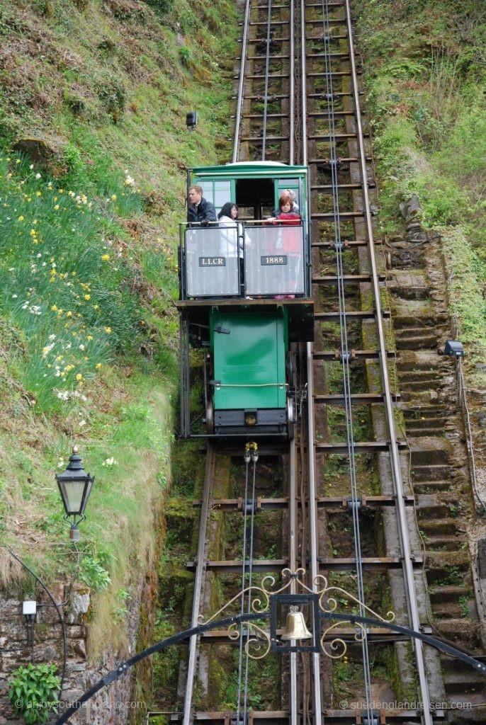 Kurz vor der Talstation der Lynton Cliff Railway
