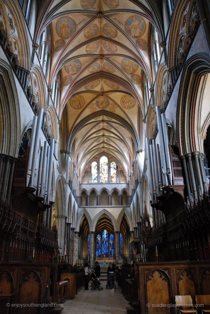 Hauptschiff der Kathedrale von Salisbury in der Gegenrichtung