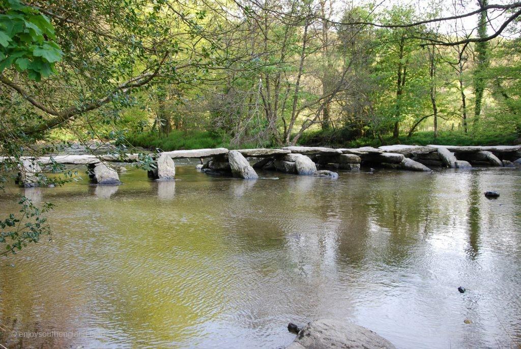 """Die Tarr Steps nahe Dulverton - eine """"Clapper Bridge"""" aus 17 Sandsteinelementen"""