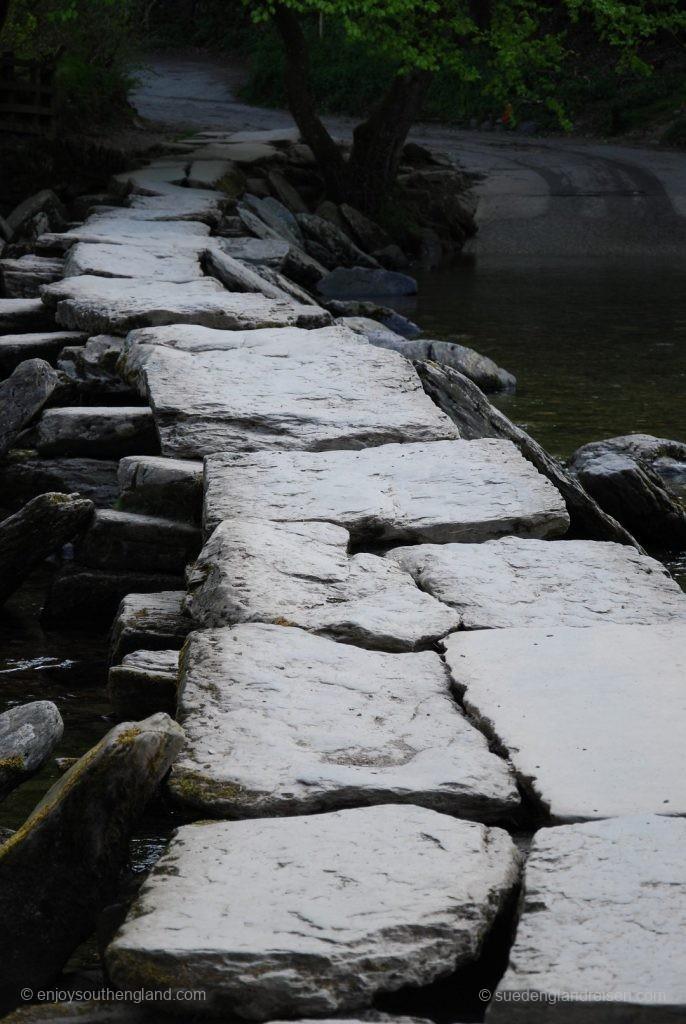 Die Tarr Steps - eine uralte Brückenkonstruktion