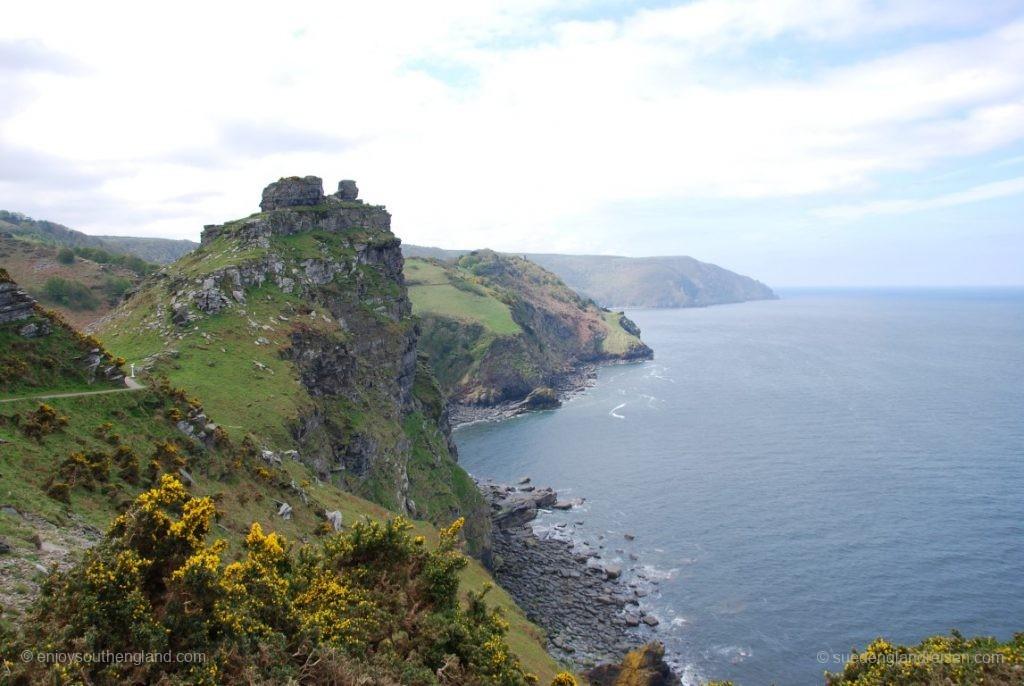 Das Valley of Rocks, Blick nach Westen (wo ganz hinten der Birstol Channel in den Atlantik mündet)