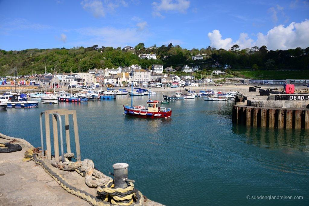 Lyme Regis vom Hafen aus gesehen