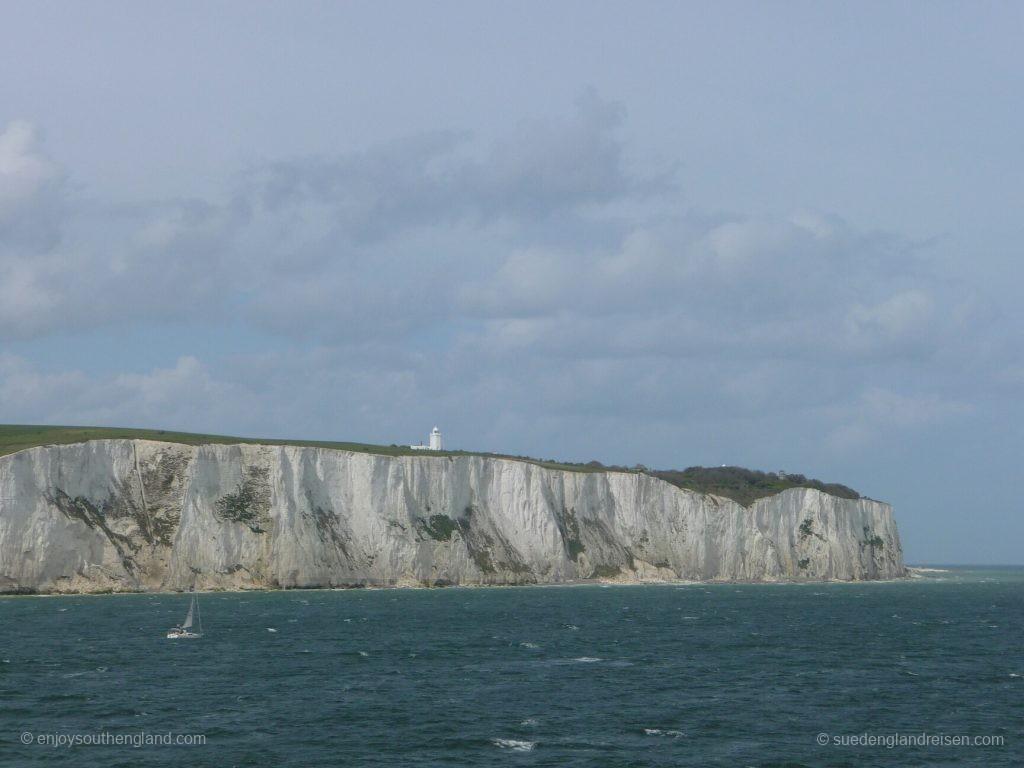 Die weissen Felsen von Dover begrüßen uns!