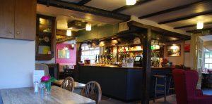 Die Bar in einem typischen englischen Pub