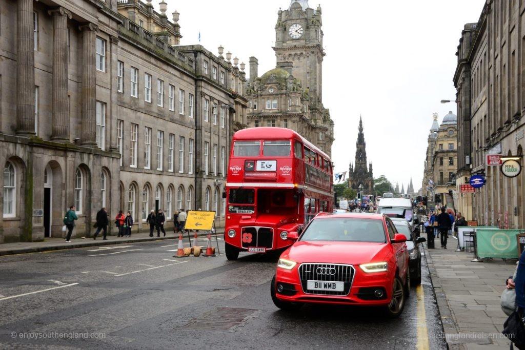 """Eigentlich ein alter Londoner Bus (ein """"Routemaster""""), den es hierher nach Edinburgh verschlagen hat."""