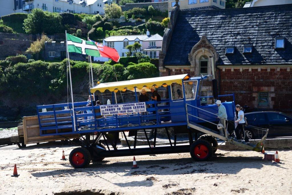 Der Sea Tractor bei Salcombe, der die Fahrgäste der Fähre zu dieser bringt