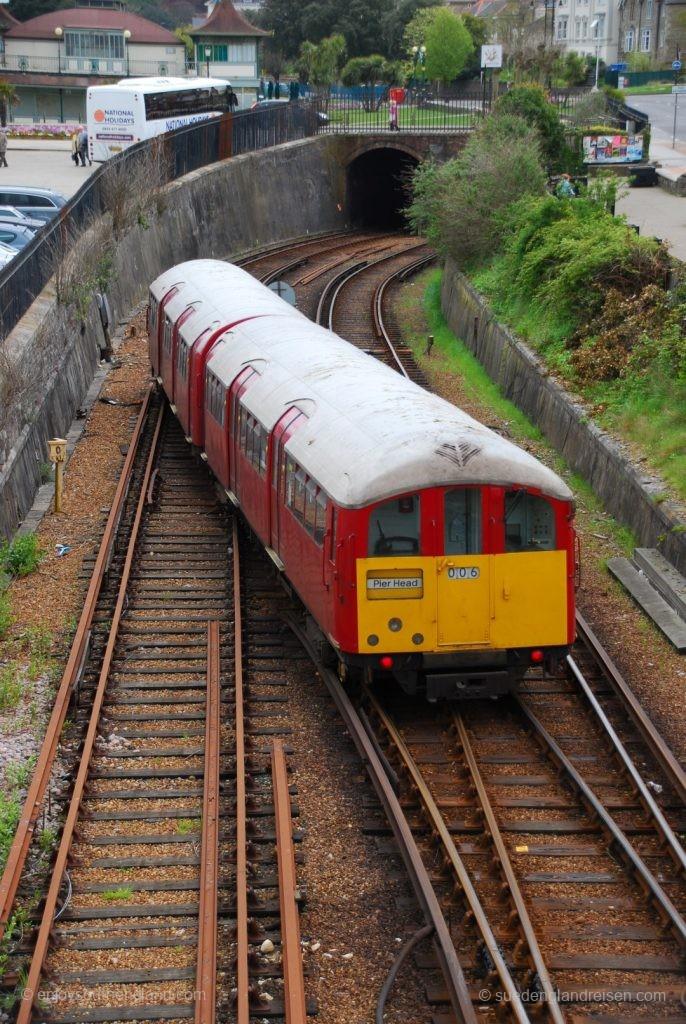 IOW Island Line - Wechsel auf das richtige Gleis beim ab hier zweigleisig befahrenen Bereich, kurz vor dem Tunnel in Richtung Ryde St. John Street.