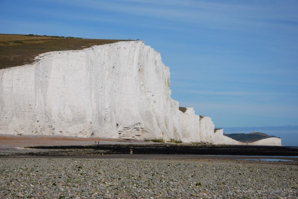 """Birling Gap (in der """"Vertiefung"""" gelegen) von den Seven Sisters aus gesehen."""