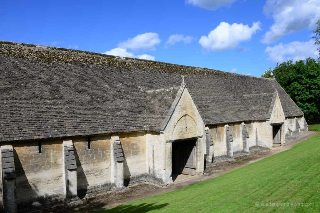 Die Zehntscheune (Tithe Barn) in Bradford-on-Avon
