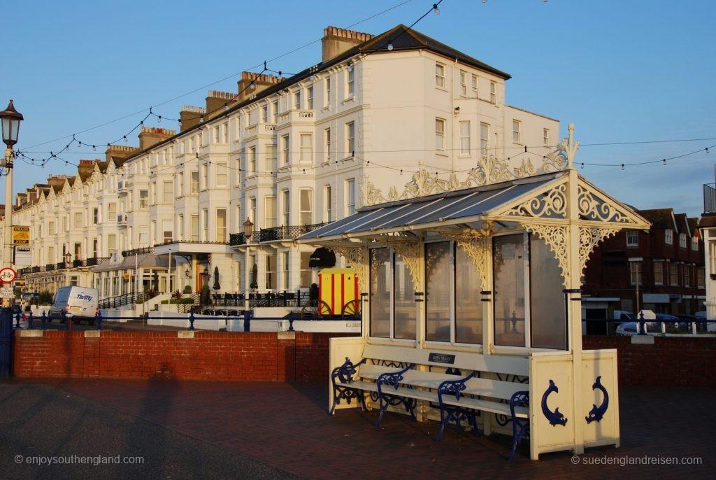 Seafront von Eastbourne mit Wetter- und Sonnenschutz