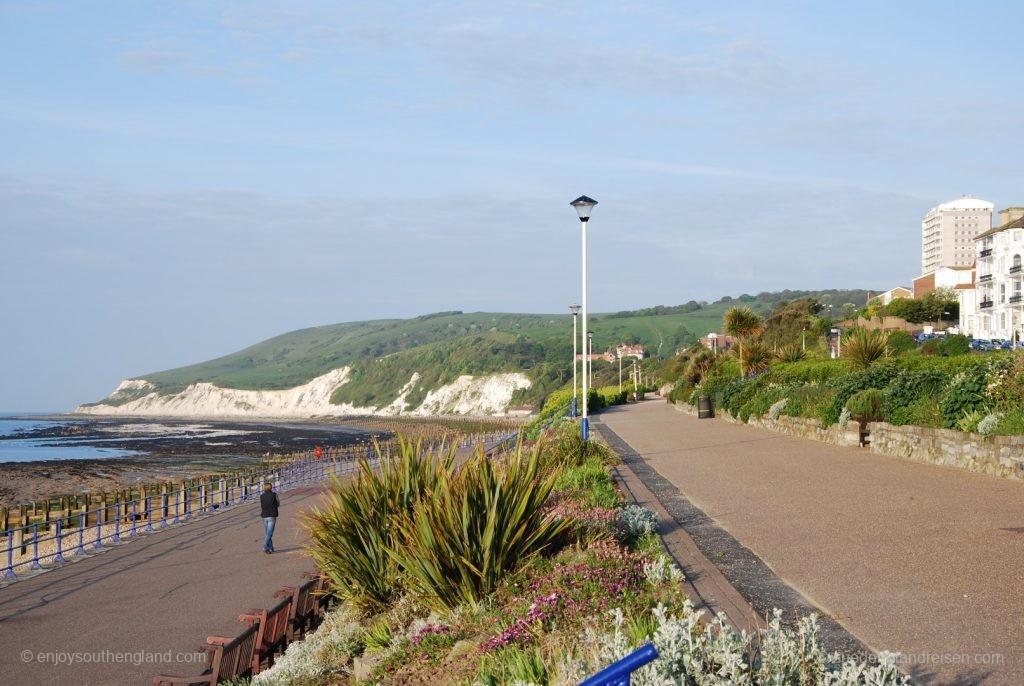 Strandpromenade von Eastbourne mit Blick in Richtung Beachy Head