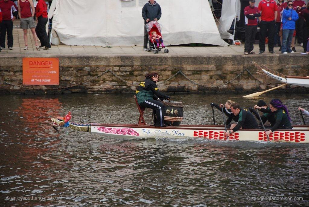 Drachenbootrennen auf dem River Exe in Exeter