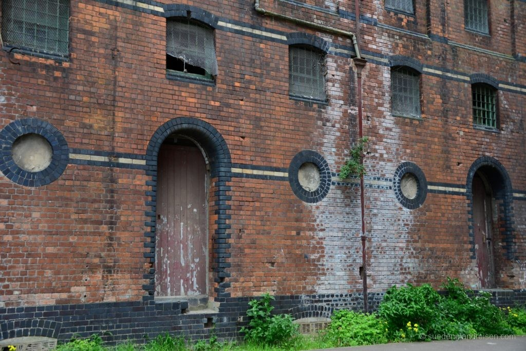 Gloucester - alte Lagerhallen am Hafen im Jahr 2015