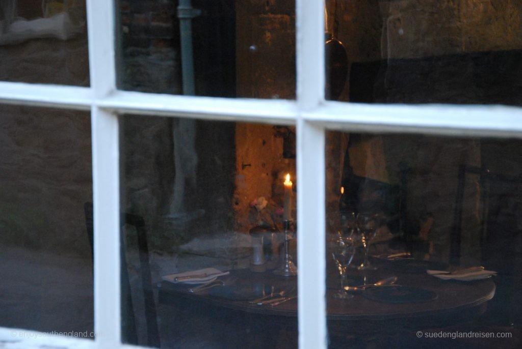 Lacock (Witshire) - Fensterblick in ein Restaurant
