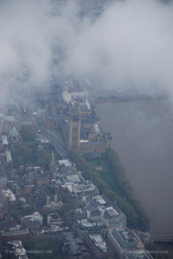 London von oben bei schlechtem Wetter