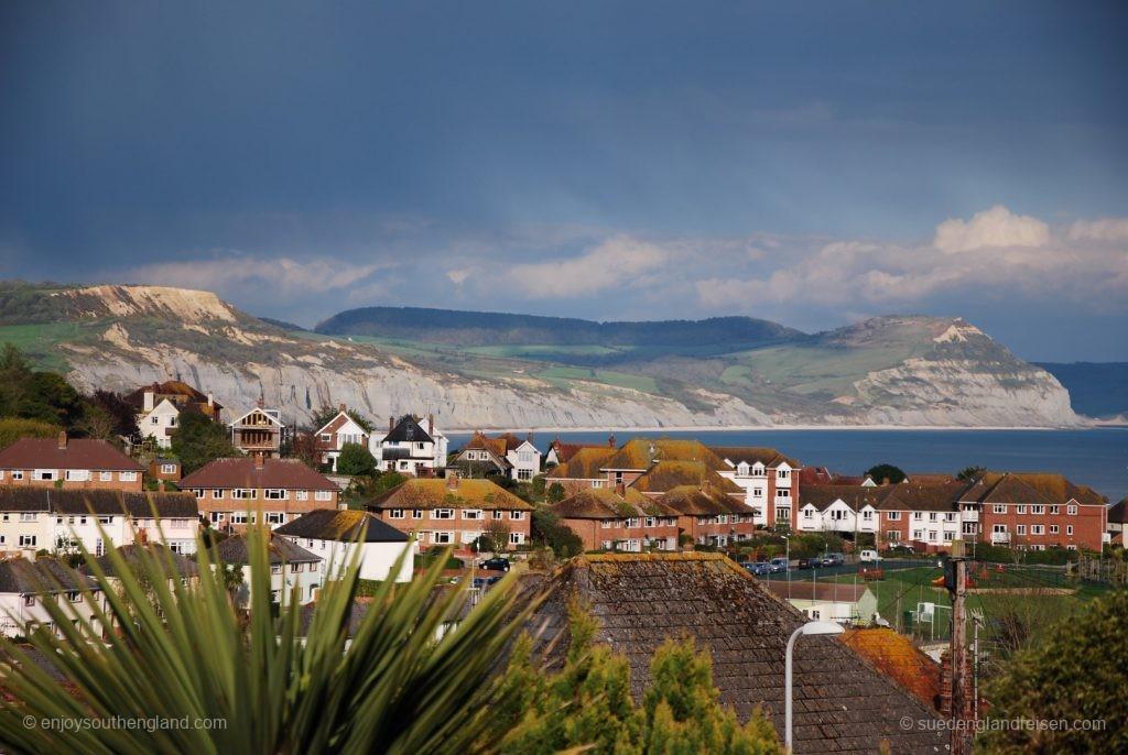 Lyme Regis an der Jurassic Coast mit ihren Kreidefelsen