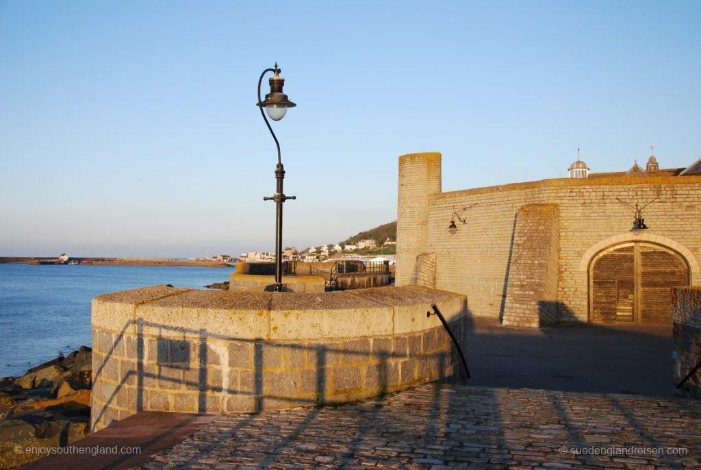 Lyme Regis - die Befestigung der Altstadt gegen das Meer