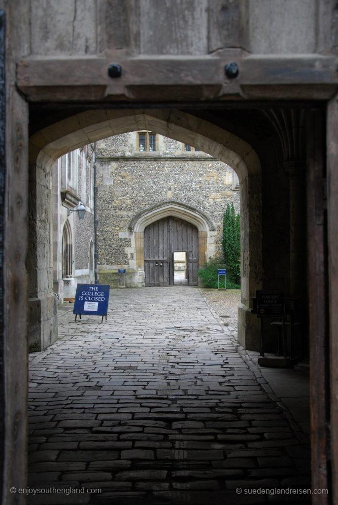 Winchester an einem regnerischen Tag - auch das College ist für Besucher geschlossen