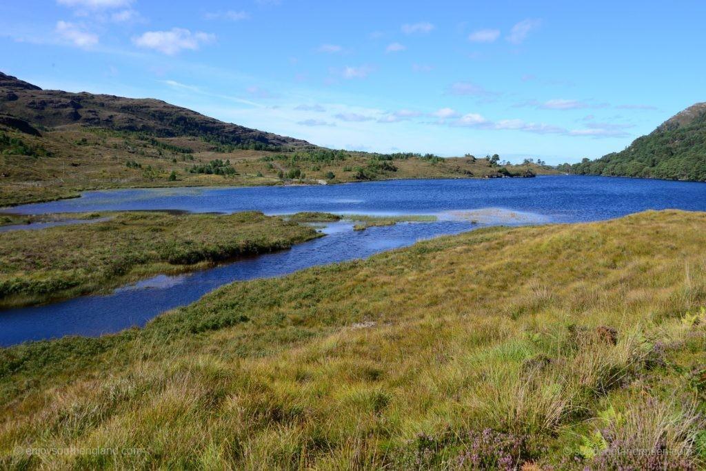 Loch Dughail - das Blau ist einfach unglaublich.