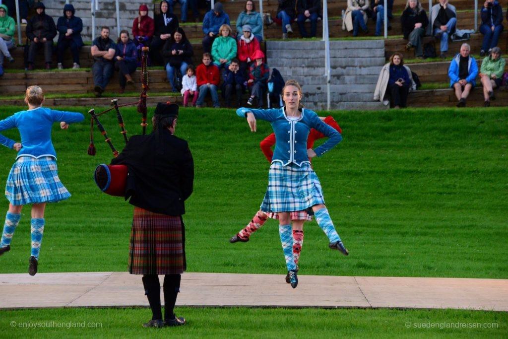 Tanzvorführung auf dem Highland Evening in Pitlochry