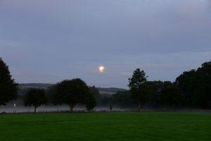 Ein ganz toller Abend am Recreation Ground von Pitlochry - Nebel steigt auf und Mond bescheint die Szenerie