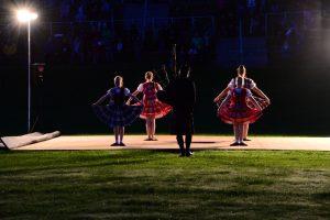Junge Tänzerinnen am Highland Evening von Pitlochry