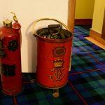 Historische Feuerlöscher in Cawdor Castle