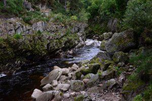 Der Findhorn River bei der Dulsie Bridge