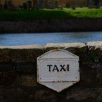 Auch eine Art, den Taxi-Halteplatz auszuschildern (an der Kaimauer von Anstruther)