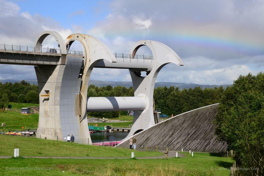 Das Falkirk Wheel direkt nach dem Regenschauer