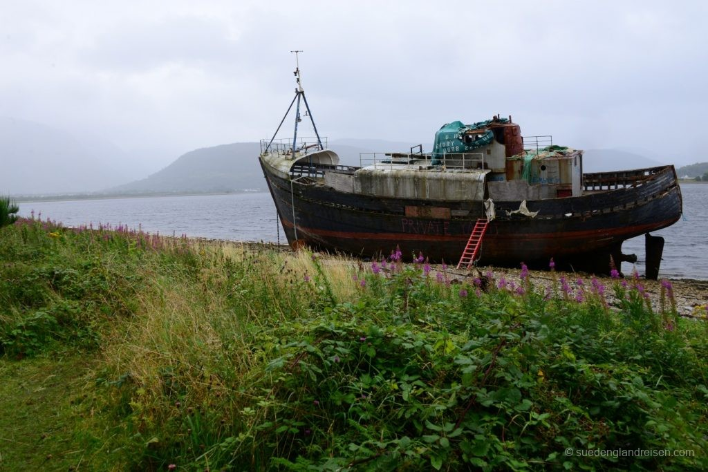 Schiffswrack am Loch Eil
