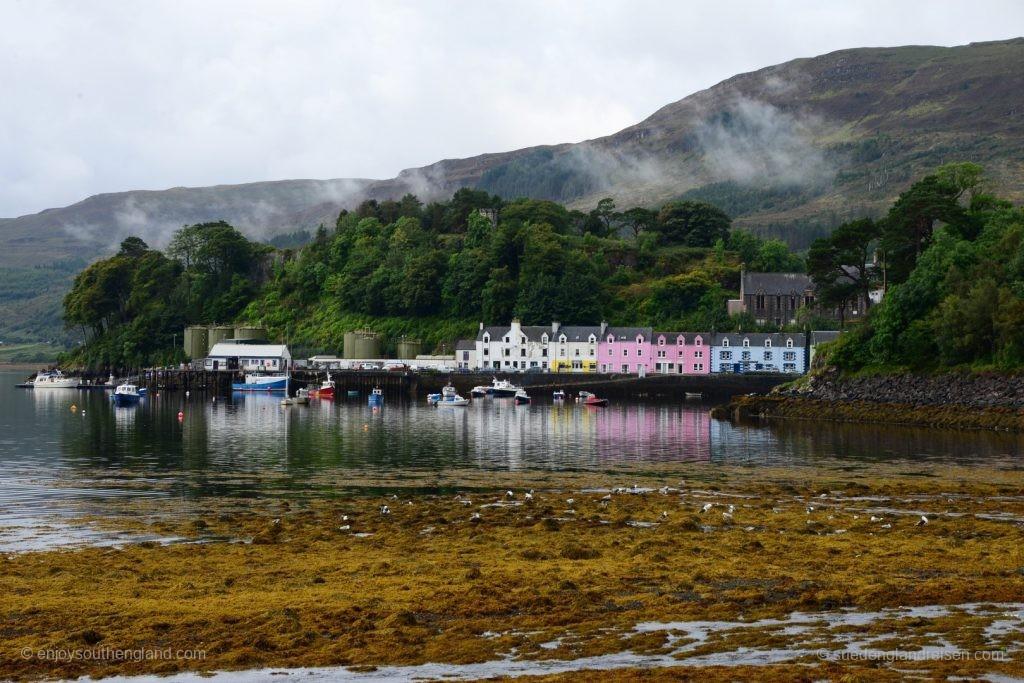 Der Hafen von Portree auf der Isle of Skye